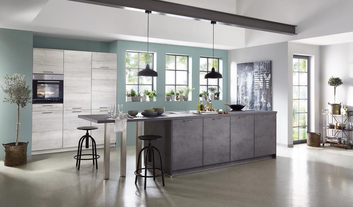 Küche Riva mit Schiefergrauem Betondekor und Theke; Foto: nobilia