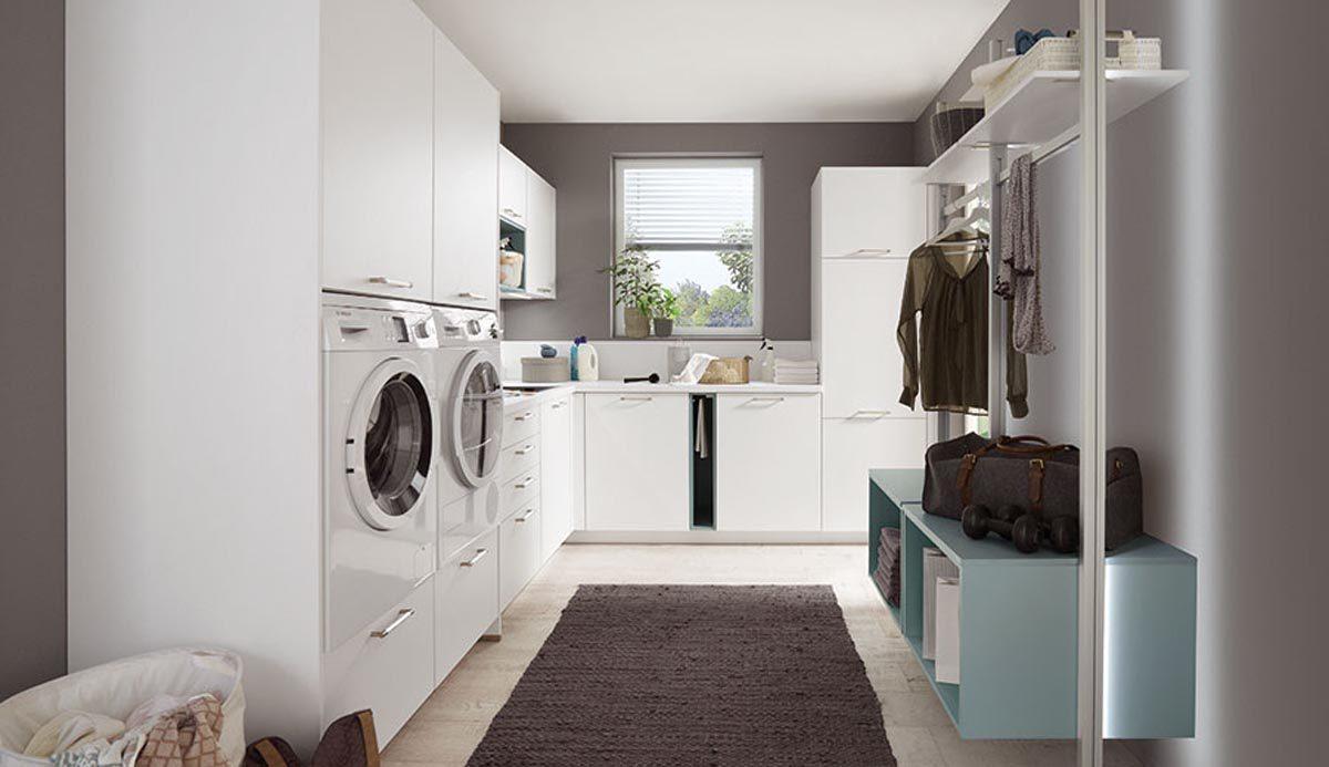 Hauswirtschaftsraum mit Waschmaschine, Trockner und Garderobe; Foto: nobilia