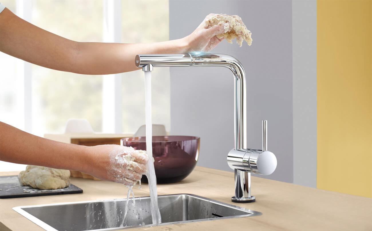 Beruhrungslose Kuchenarmatur Wasserhahn Von Grohe Minta Touch
