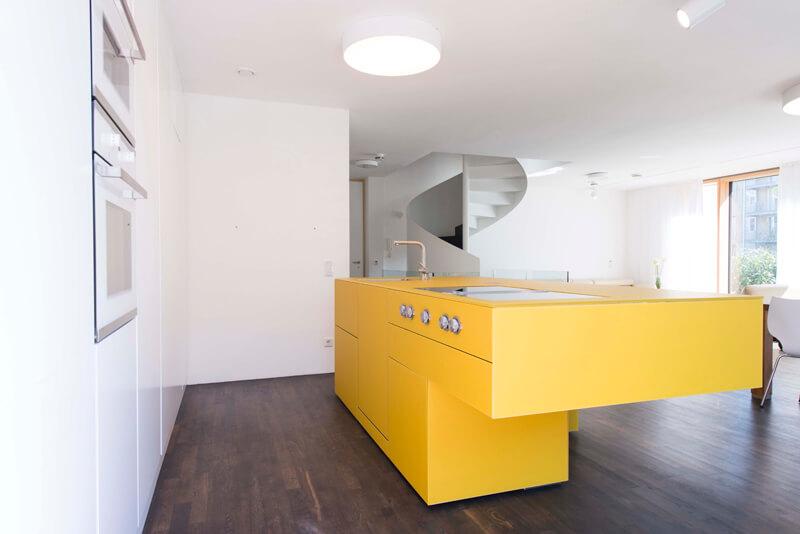 Gelbe Kücheninsel von Lago; Fotocredit: Loft 78 GmbH