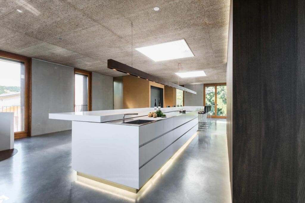 Küche Loft - Slidesystem mit Kochplatte aus Edelstahl Foto: René Lamb, Planung: Isoluzioni, Möbel: Minimal