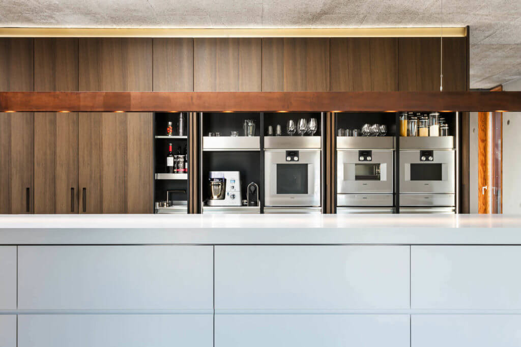 Küche Loft - Küchenschrank aus Holz und Edelstahl Foto: René Lamb, Planung: Isoluzioni, Möbel: Minimal