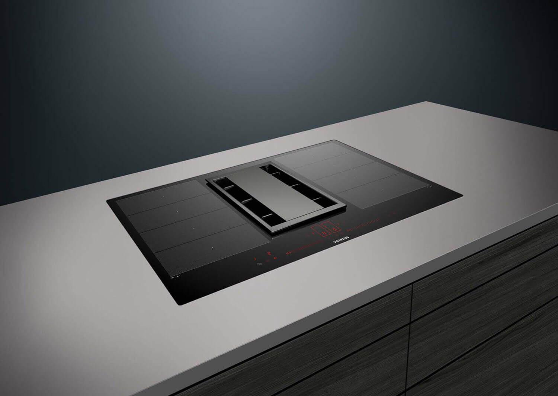 Beim Siemens Kochfeldabzug inductionAir wurde auf modernes, geradliniges Design geachtet. Foto: Siemens
