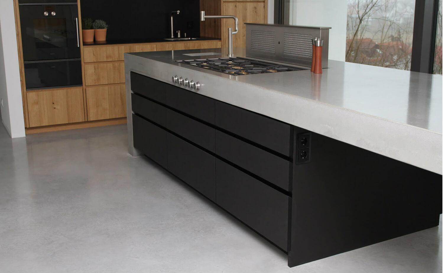 moderne betonk che kombiniert mit holz und elektroger ten von gaggenau k chenfinder magazin. Black Bedroom Furniture Sets. Home Design Ideas
