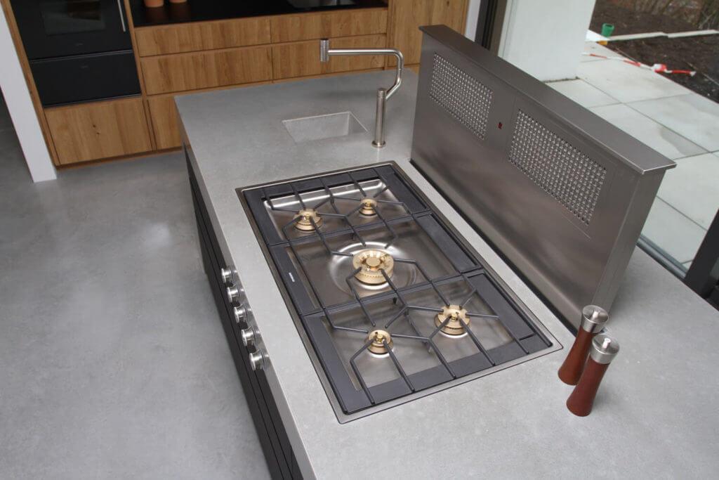 Einheitliches Design in der Betonküche, Foto: HR-Betondesign