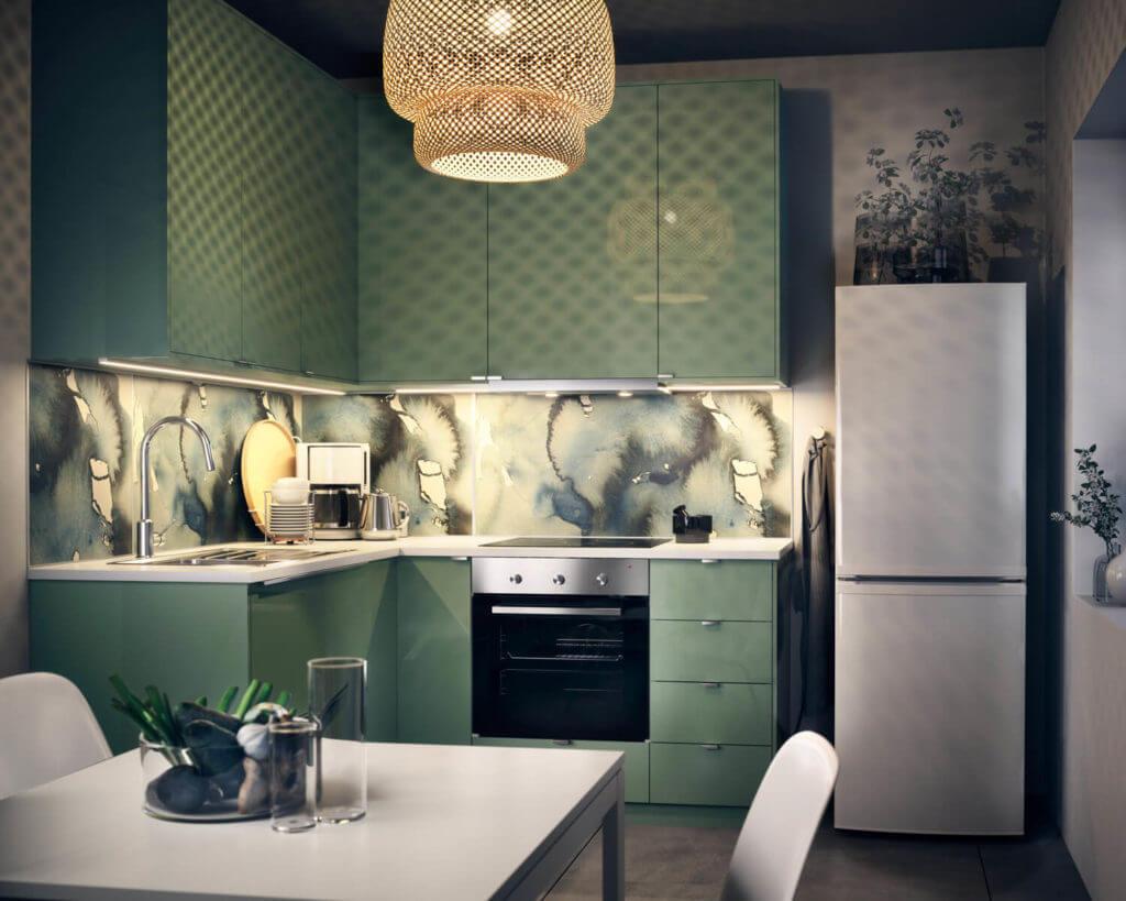 Kleine grüne Ikea-Küche in L-Form