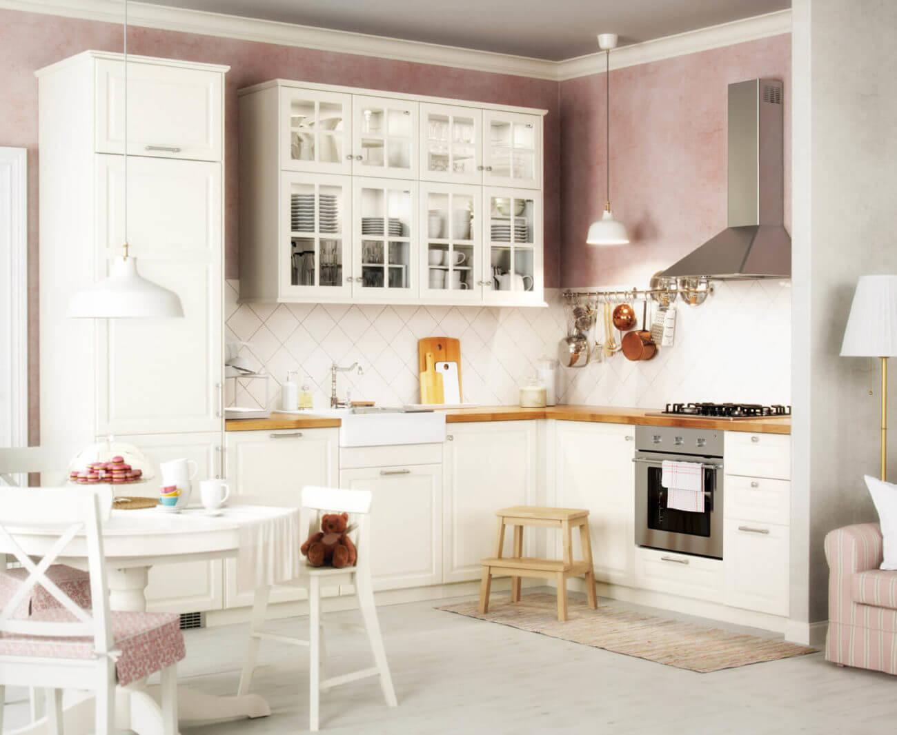Weiße IKEA-Küche im Landhausstil