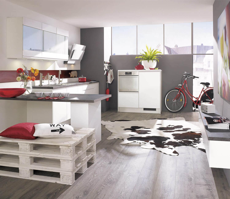 Perfekt Graue Wände Und Rote Akzente In Weißer Alno Küche