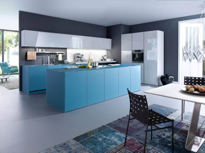 blaue k che mit grauer wandfarbe ideen bilder von leicht k chenfinder magazin. Black Bedroom Furniture Sets. Home Design Ideas