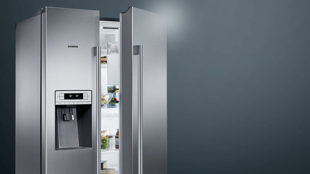Side-by-Side Kühlschrank von Siemens mit Eiswürfel-Funktion. Foto: Neff
