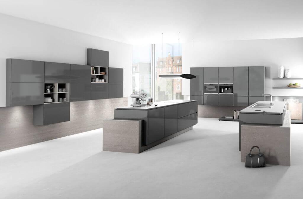 Graue Küche mit Hochglanz Fronten; Foto: Häka