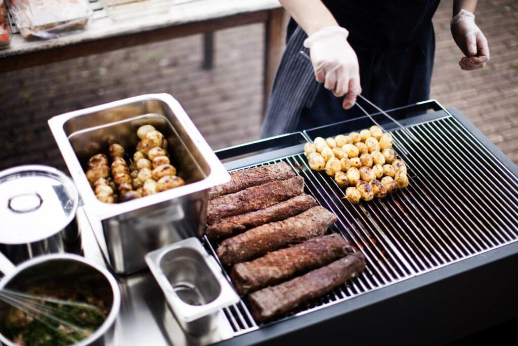 Grill für die Outdoor Küche von Röshults
