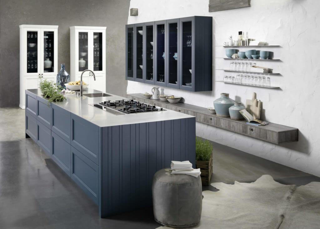 Moderne Landhausküche in Blau. Foto: rational einbauküchen