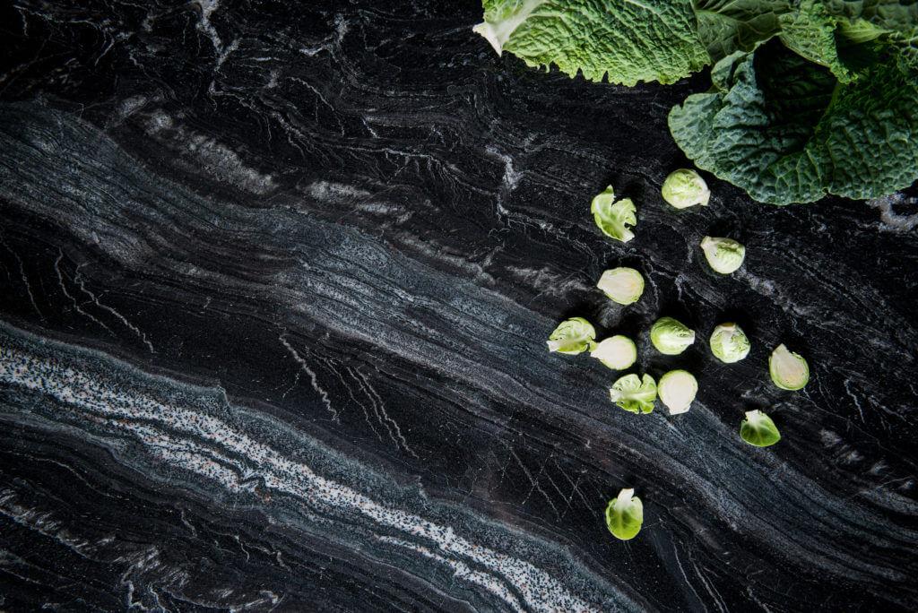 Küchenarbeitsplatten aus Naturstein. Foto: Strasser Steine