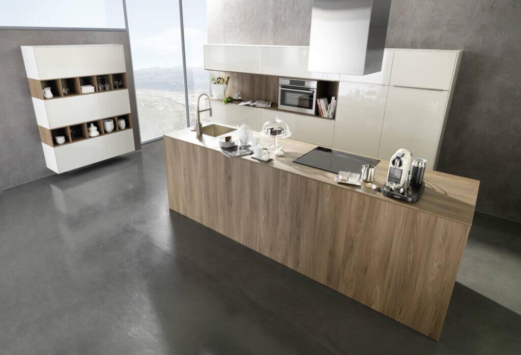 Küche in Wildeiche-Dekor mit dünner Arbeitsplatte