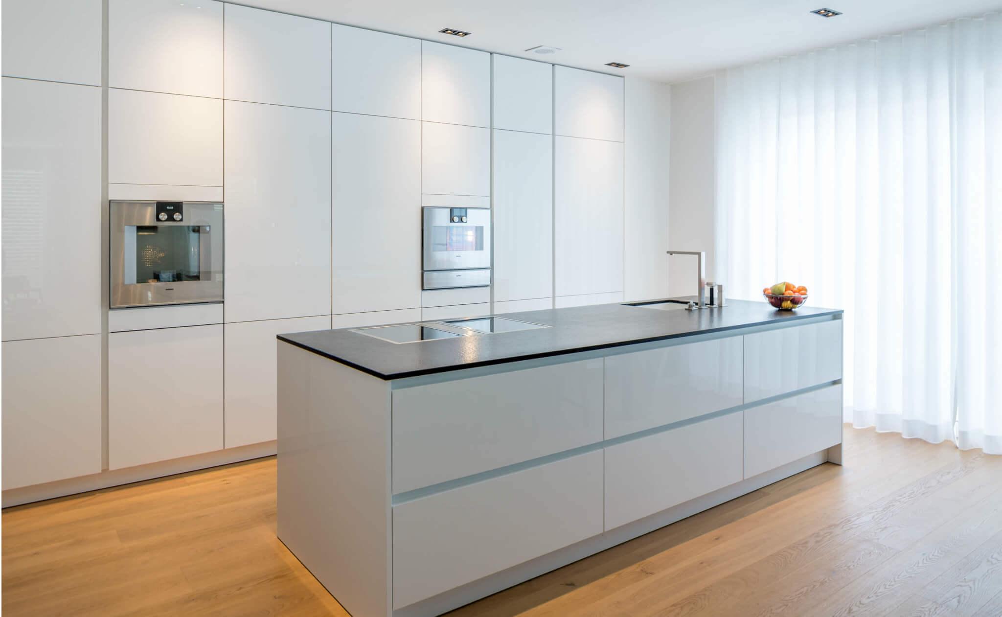 Kuchenboden Parkett Oder Fliesen In Der Kuche Materialvergleich Vorteile Und Nachteile Kuchenfinder