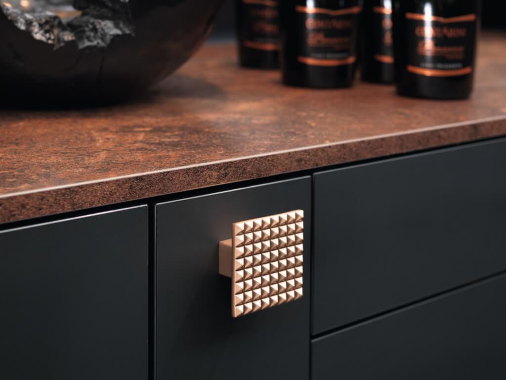 Küchengriffe aus Kupfer; Foto: rational