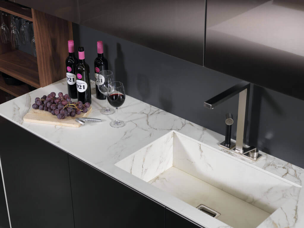 Küchenplatte und Spülbecken aus Marmor; Foto: rational