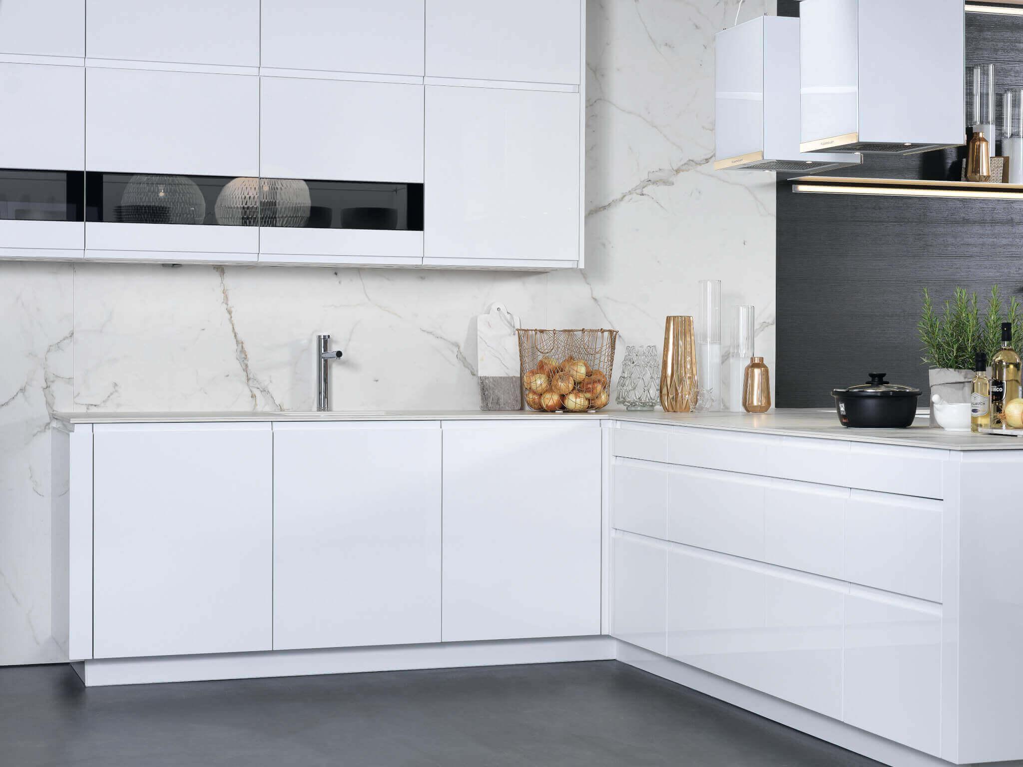 Wandverkleidung weißer Marmor; Foto: rational