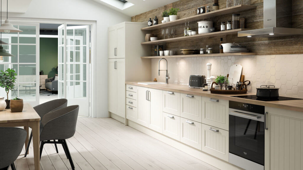 Skandinavische Küche mit offenen Regalen und Holz; Foto: Sheraton