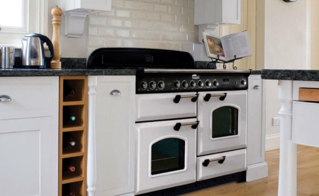 Landhausküche mit Range Cooker von Falcon; Foto: Falcon