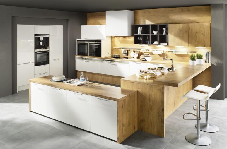 Luxdan Küche in edlem Holz-Design mit Bartheke; Foto: Dan Küchen