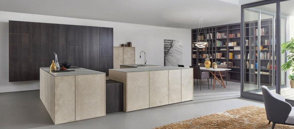 Grifflose Küche in Stein-Optik; Foto: LEICHT Küchen