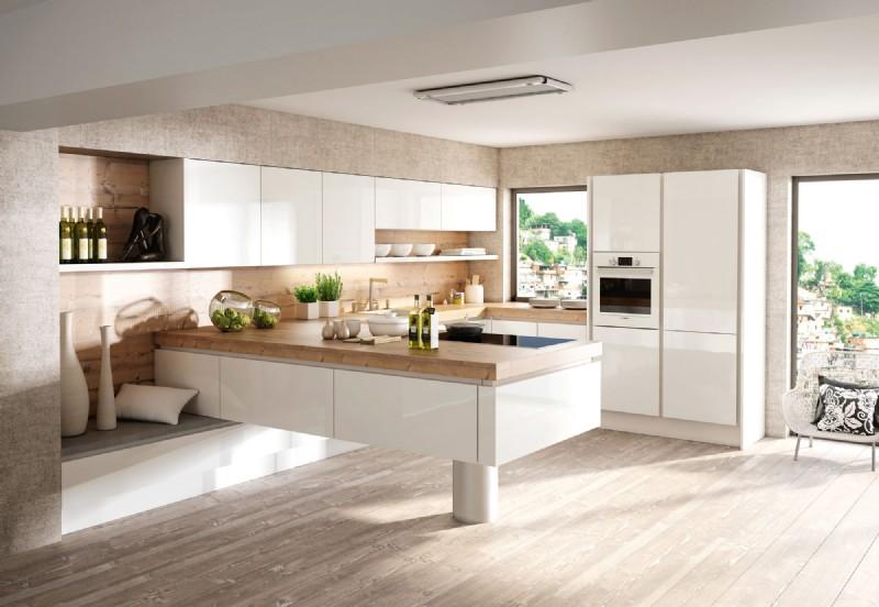 Luxdan Küche Modell Silbermond mit Insel und Arbeitsplatte aus Holz; Foto: DAN Küchen