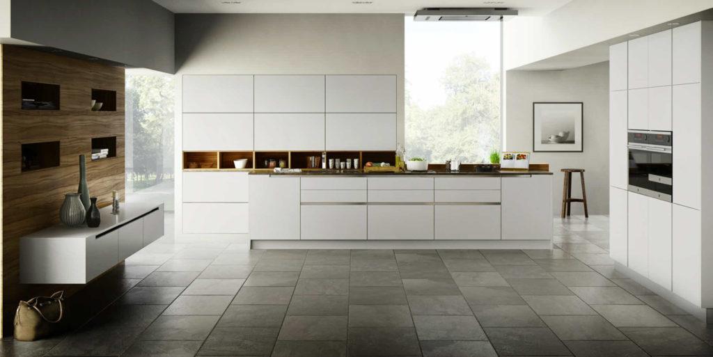 Weiße, grifflose pure Küche von Goldreif; Foto: Goldreif
