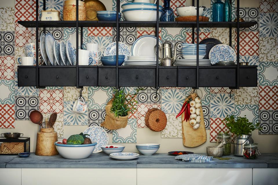 Küche mit offenen Regalen; Foto: IKEA