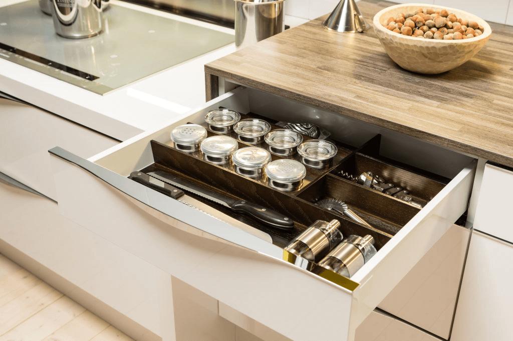 Innovative und cleverer Besteckeinsatz für Schubladen; Foto: DAN Küchen