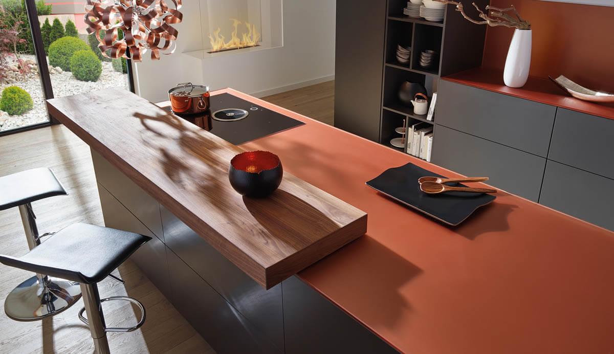 Küchenarbeitsplatte aus Glas von Lechner in der Farbe Copper (Kupfer). Foto: © Lechner