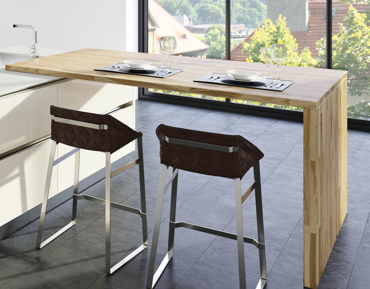 Küche mit Theke und einer Arbeitsplatte aus Kernesche. Foto: © Lechner