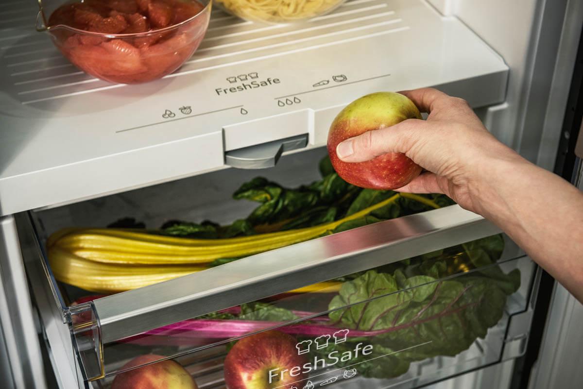 Das praktische FreshSafe Fach hält Lebensmittel länger frisch. Foto: Neff