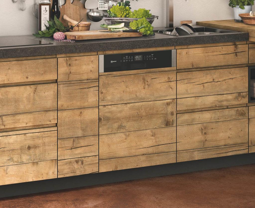 Der Geschirrspüler kann auch mit einer zur Küchenplanung passenden Blende versehen werden. Foto: Neff