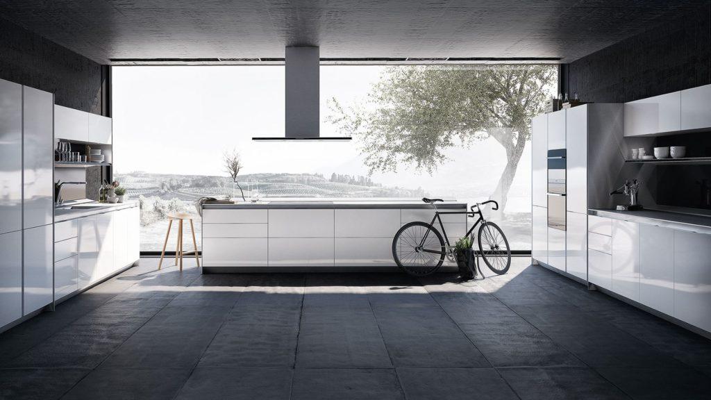 SieMatic S1 Küche mit weißen Hochglanz-Fronten und Insel; Foto: SieMatic