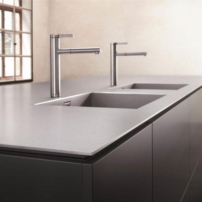 Eine Küchenarbeitsplatte aus Edelstahl eröffnet viele Möglichkeiten im Küchen-Design. Foto: Blanco