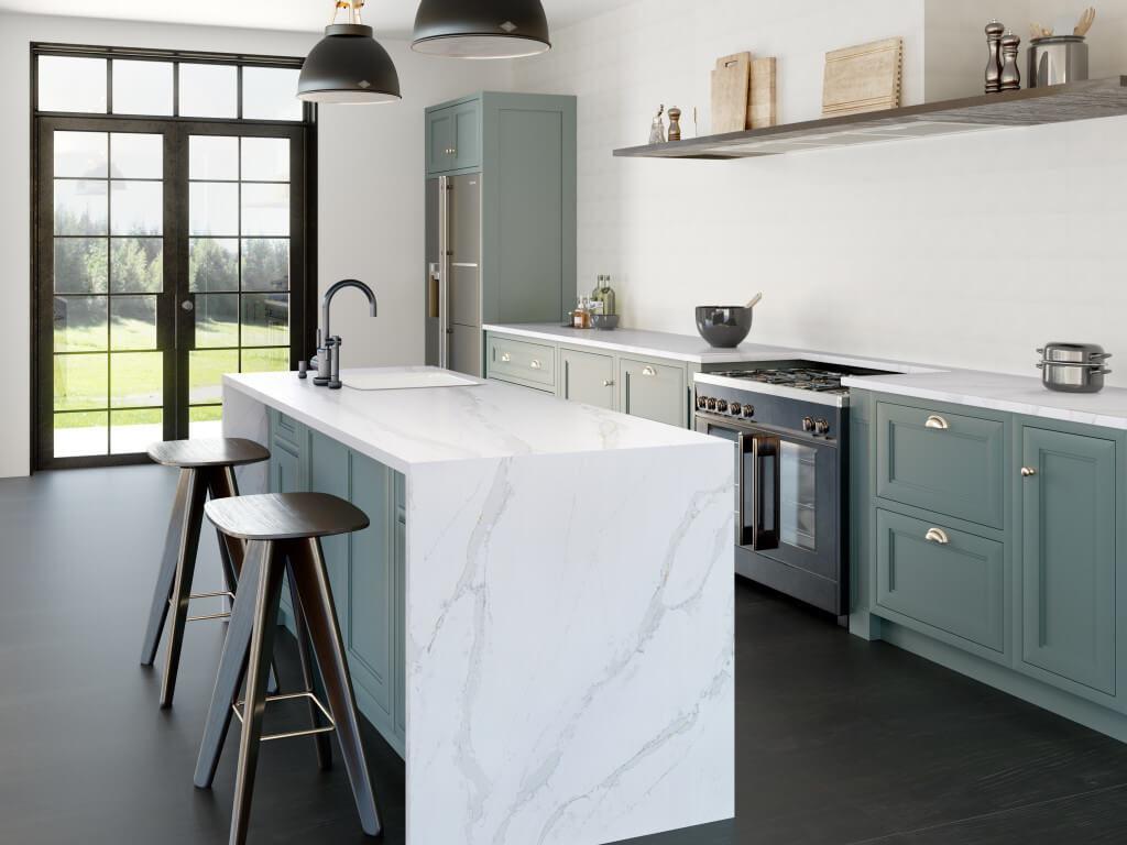 Weiße Kücheninsel aus Quarzkomposit (Kunststein) mit Marmor-Effekt. Foto: Silestone
