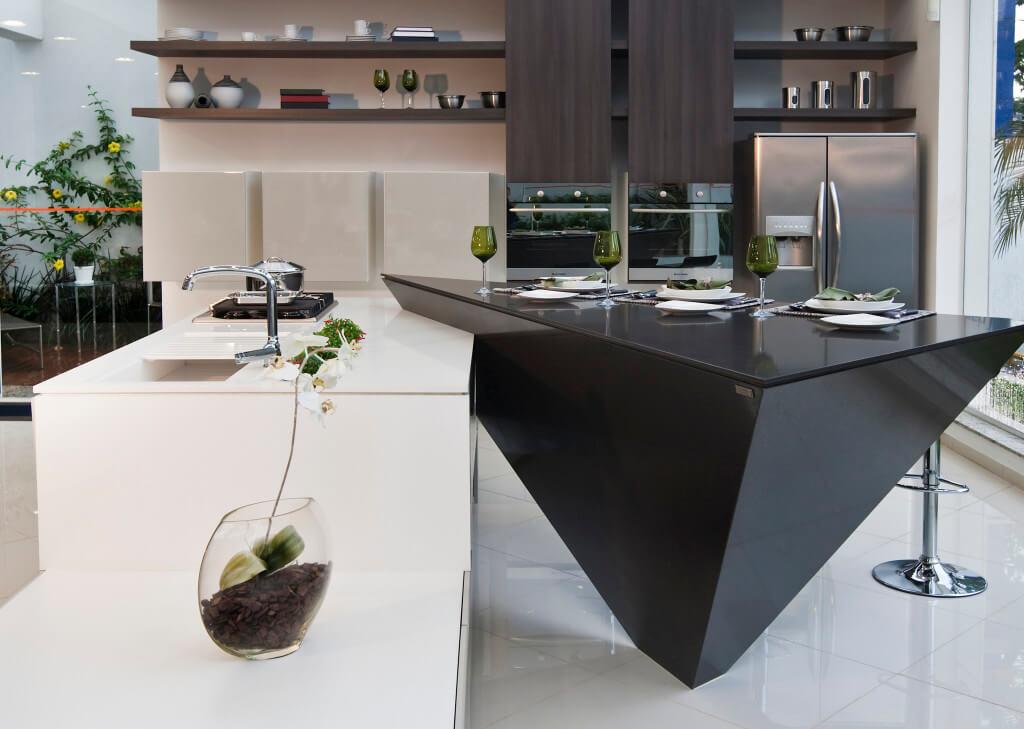 Eine ganz besondere, schwarze Kochinsel aus Silestone. Foto: Silestone