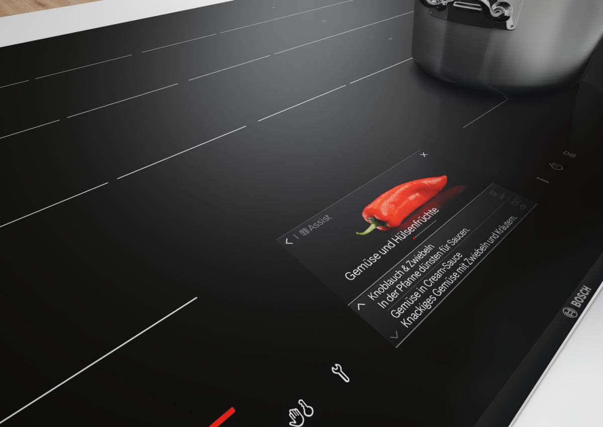 Induktionskochfeld mit farbigen Display. Foto: Bosch