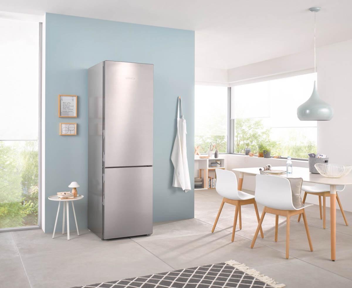 Kühlschrank ohne sichtbare Griffe - Standgerät. Foto: Miele