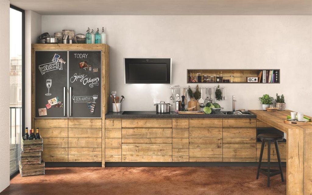 Vollintegrierter Geschirrspüler von Neff in einer grifflosen Küchenfront aus Holz; Foto: Neff