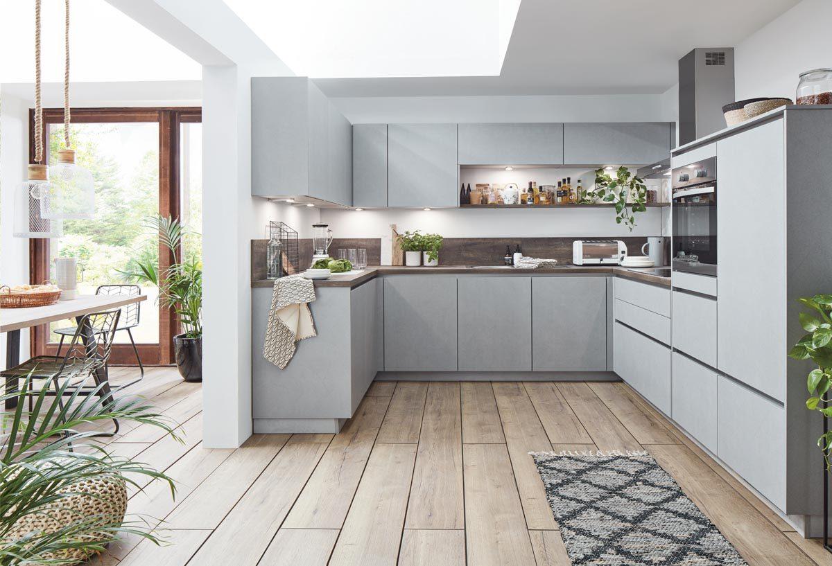 Cemento Küche von nobilia mit schiefergrauer Arbeitsplatte; Foto: nobilia