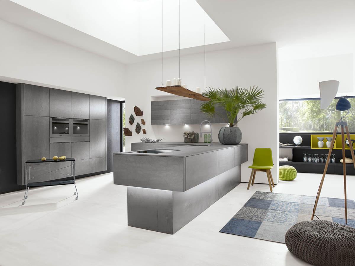 Küche in Betonoptik von Alno (Alnocera Concretto) mit schönes Kochinsel. Foto: Alno
