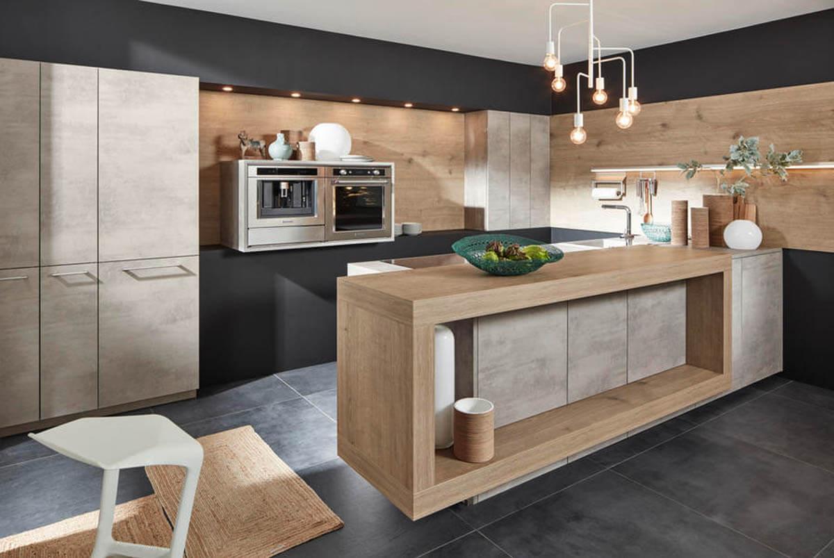 Helle, beige Nolte Küche in Beton Optik (Stone Beton grau) mit Holzelementen in Steineiche. Foto: Nolte