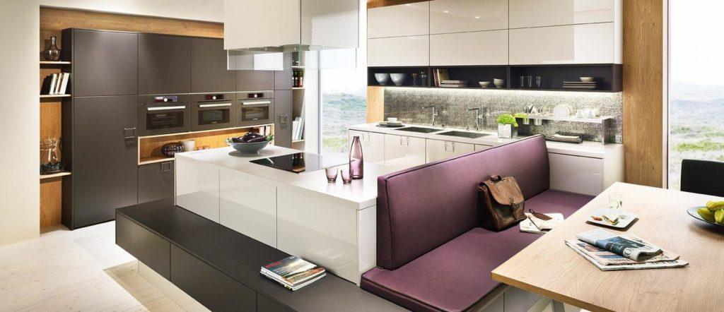 Küche mit Insel und integrierter Sitzecke von Scala; Foto: DAN Küchen