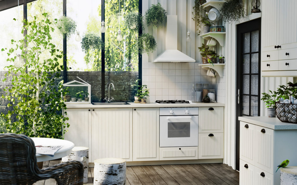 Weiße Landhausküche mit gestreiften Fronten und halbkreisförmigen Griffen; Foto: Ikea