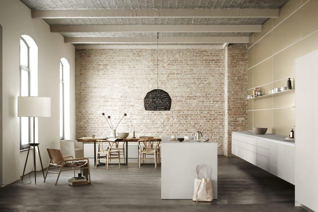 Bulthaup Küche b1 mit Kochinsel und grifflosen Fronten; Foto: bulthaup