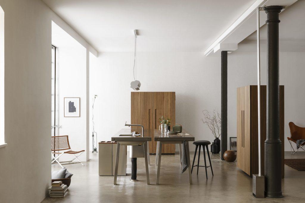 Offene Wohnküche b2 mit Metzgerblock, Geräteschrank und Küchenschrank; Foto: bulthaup