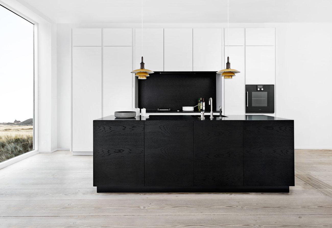 schlichte holz k che mit kochinsel in modernem design k chenfinder magazin. Black Bedroom Furniture Sets. Home Design Ideas